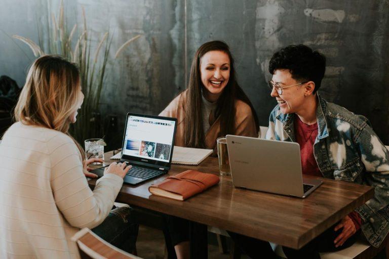 W jaki sposób szybko znaleźć pracę poza granicami kraju?