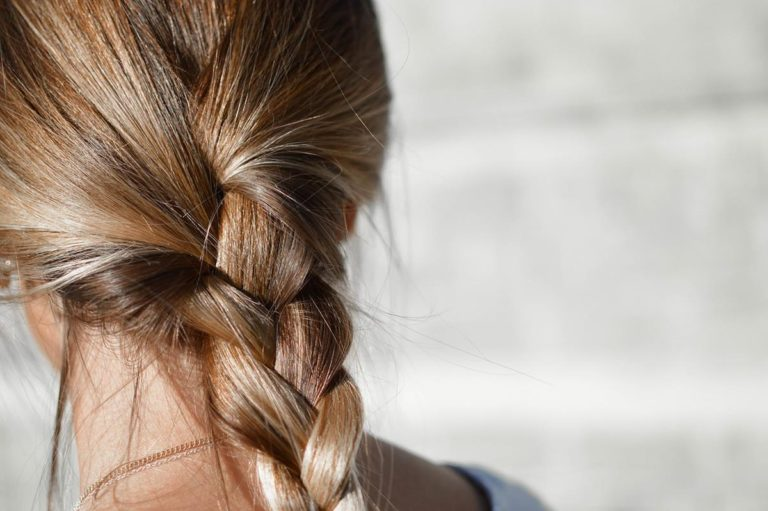 Zapobieganie wypadaniu włosów od wiodących lekarzy zajmujących się włosami
